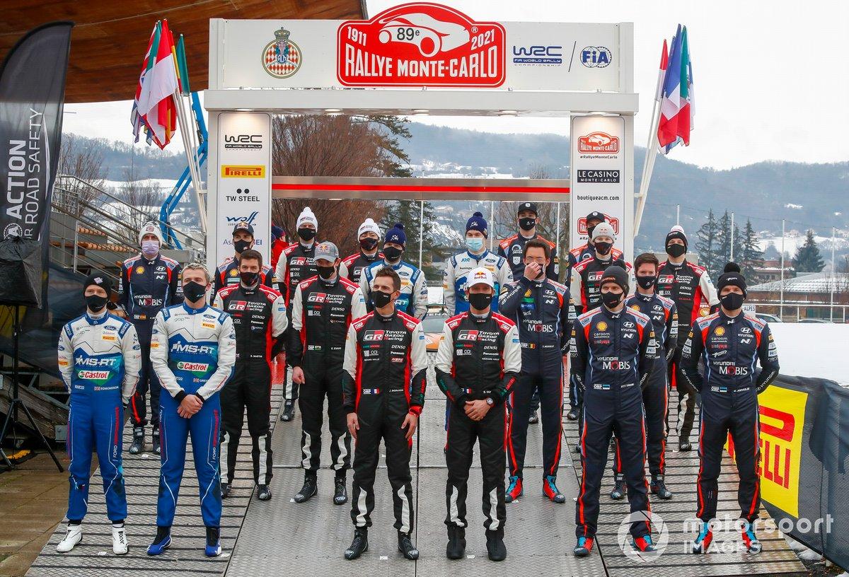 Para peserta Reli Monte Carlo 2021 berfoto bersama