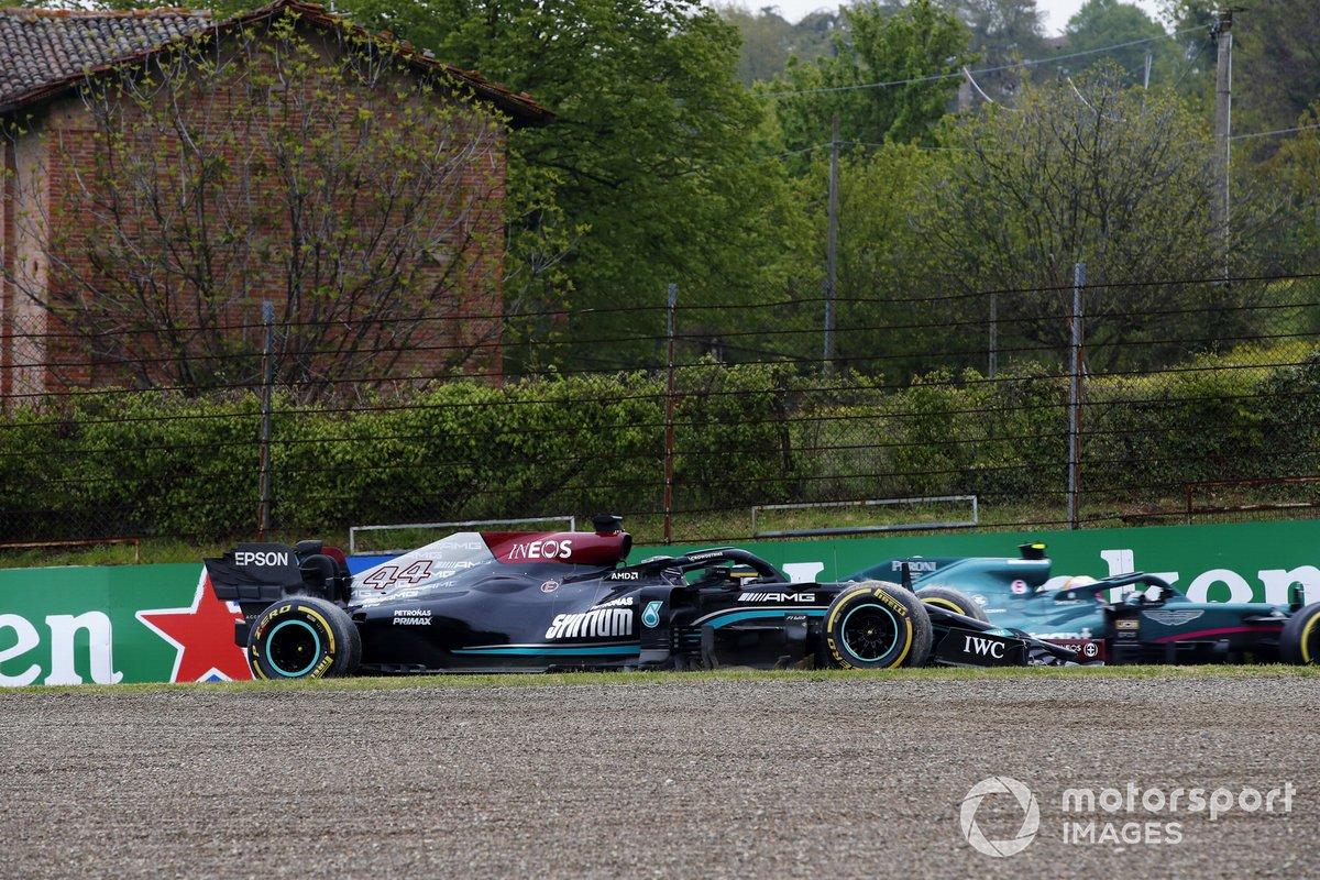 Lewis Hamilton, Mercedes W12, pierde el control y se va hacia la barrera