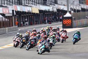 Salida: Xavi Vierge, SIC Racing Team, al frente