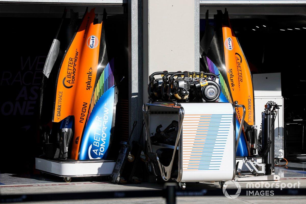 Cubierta motor del McLaren MCL35