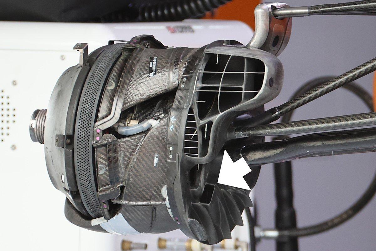 Detalle del conducto de freno del McLaren MCL35M