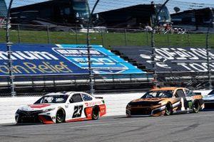 Bubba Wallace, 23XI Racing, Toyota Camry DoorDash et Kurt Busch, Chip Ganassi Racing, Chevrolet Camaro GEARWRENCH
