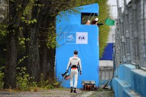 Rene Rast, Audi Sport ABT Schaeffler, se aleja tras un accidente