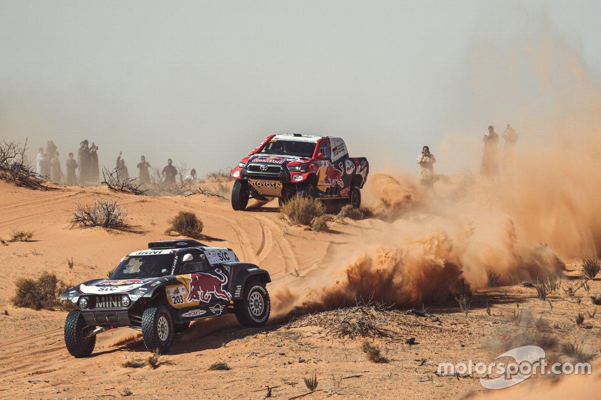 Carlos Sainz, Lucas Cruz, MINI X-Raid; Nasser Al Attiyah, Mathieu Baumel, Toyota Gazoo Racing