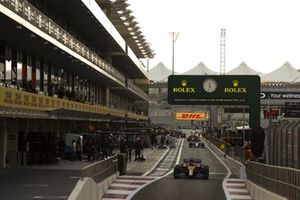 Carlos Sainz Jr., McLaren MCL35, heads to the grid