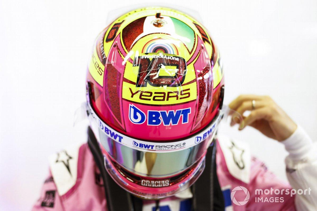 Sergio Pérez, Racing Point, con su casco de edición especial para su última sesión de clasificación con Racing Point