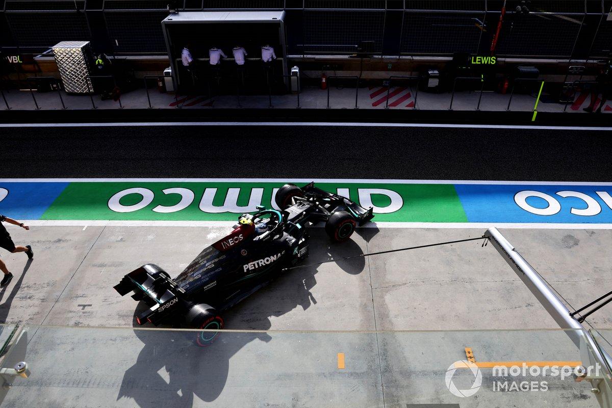 Valtteri Bottas, Mercedes W12, esce dal garage