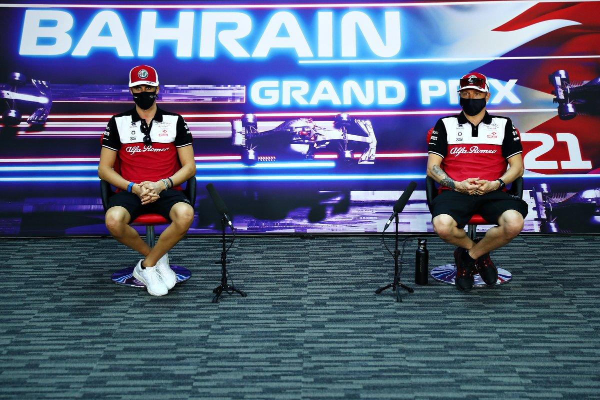 Antonio Giovinazzi, Alfa Romeo Racing, Kimi Raikkonen, Alfa Romeo Racing, en la conferencia de prensa