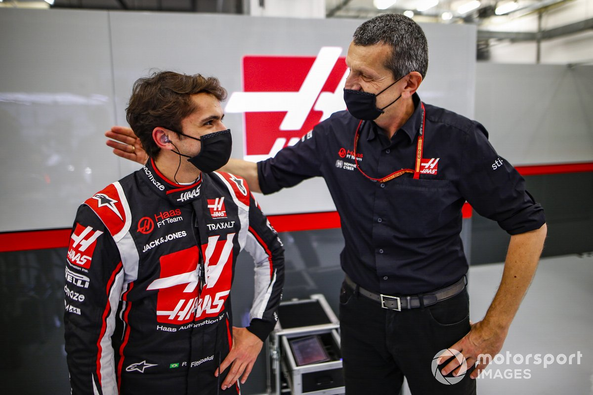Pietro Fittipaldi, Haas F1, con Guenther Steiner, Team Principal, Haas F1