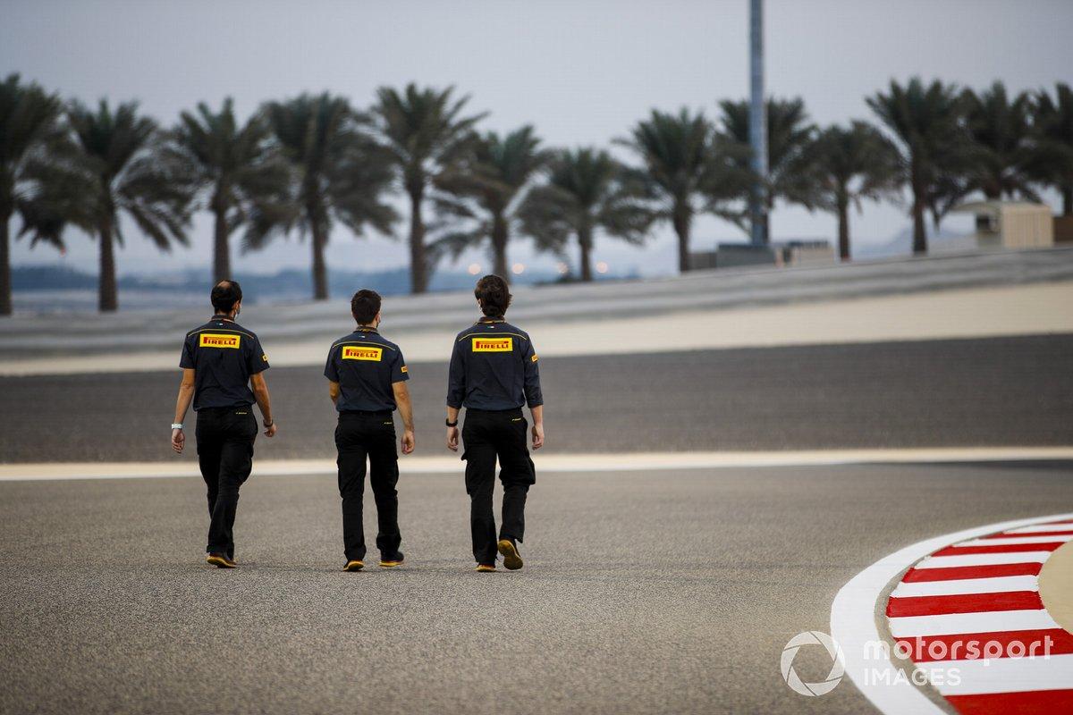 Инженеры Pirelli, прогулка по трассе