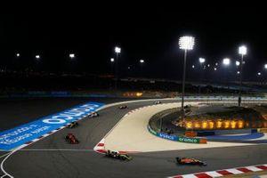 Lando Norris, McLaren MCL35, Esteban Ocon, Renault F1 Team R.S.20, et Charles Leclerc, Ferrari SF1000