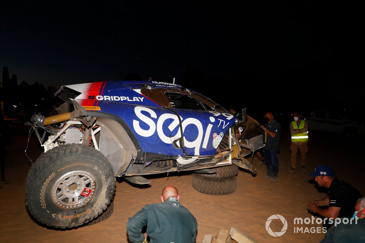 Reparaciones en el coche accidentado de Sara Price, Segi TV Chip Ganassi Racing