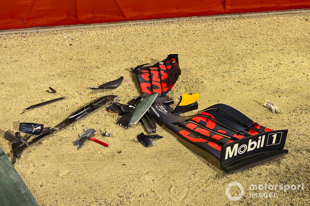 El alerón dañado del monoplaza de Alexander Albon, Red Bull Racing RB16