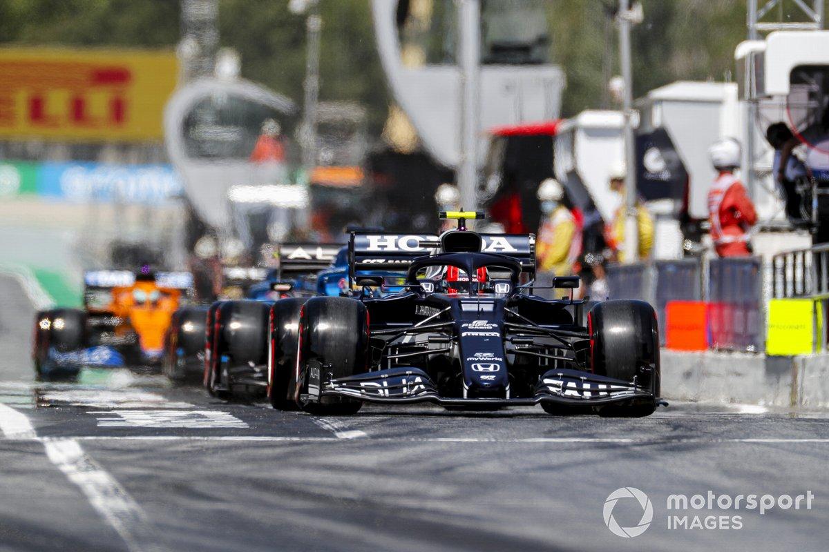 Pierre Gasly, AlphaTauri AT02, Fernando Alonso, Alpine A521