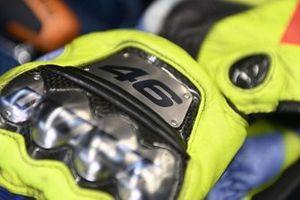 I guanti di Valentino Rossi, Petronas Yamaha SRT