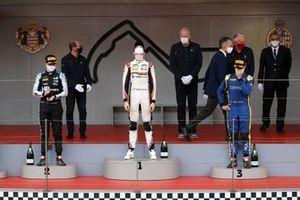 Podio: Il vincitore della gara Theo Pourchaire, ART Grand Prix, secondo classificato Oscar Piastri, Prema Racing, terzo classificato Felipe Drugovich, Uni-Virtuosi