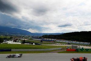 Yuki Tsunoda, AlphaTauri AT02, Sergio Perez, Red Bull Racing RB16B