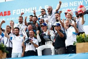 Maximilian Guenther, BMW I Andretti Motorsport, the BMW I Andretti team celebrate on the podium