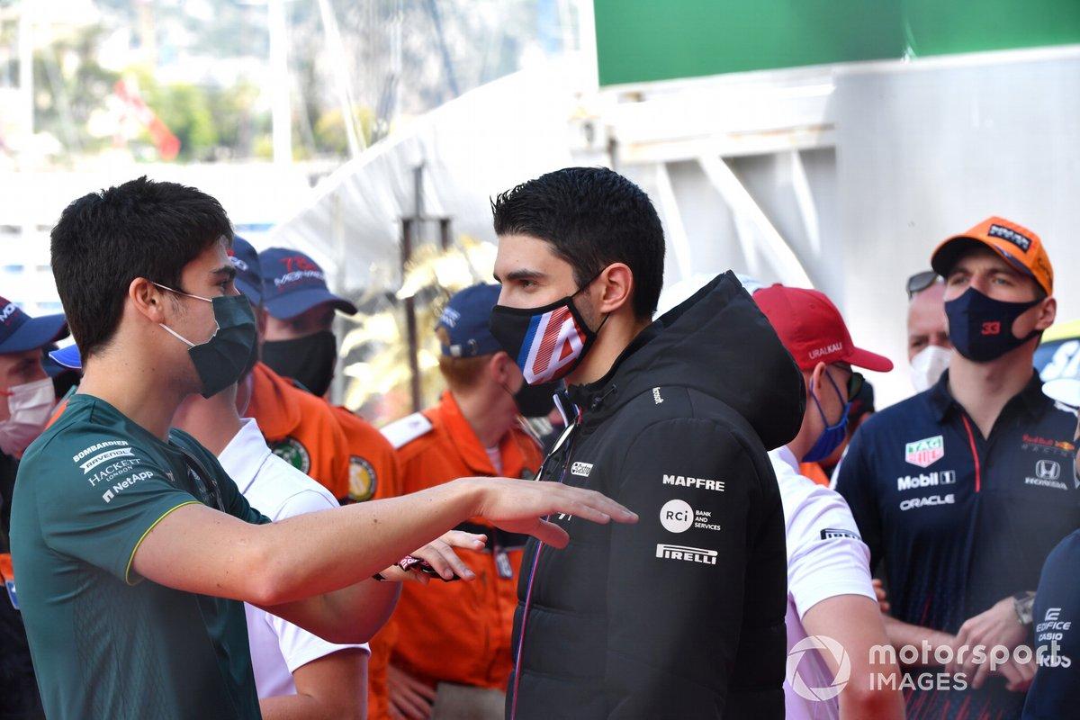 Lance Stroll, Aston Martin, Esteban Ocon, Alpine F1 en el desfile de pilotos