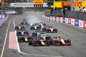 Liam Lawson, Hitech Grand Prix and Oscar Piastri, Prema Racing battle