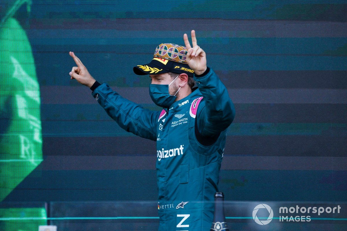 Podio: segundo lugar Sebastian Vettel, Aston Martin