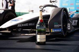 Champagne bottle by the winning car of Edoardo Mortara, Venturi Racing, Silver Arrow 02, first position