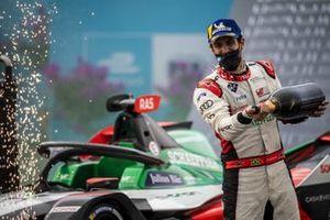 Podio: ganador Lucas Di Grassi, Audi Sport ABT Schaeffler