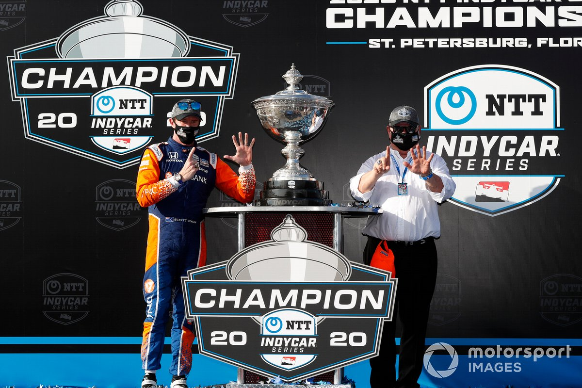 El campeón Scott Dixon, Chip Ganassi Racing Honda con Chip Ganassi