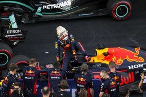 Max Verstappen, Red Bull Racing, festeggia nel parco chiuso il secondo posto