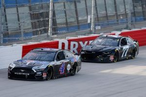 Kevin Harvick, Stewart-Haas Racing, Ford Mustang Mobil 1, Reed Sorenson, Spire Motorsports, Chevrolet Camaro Spire Motorsports