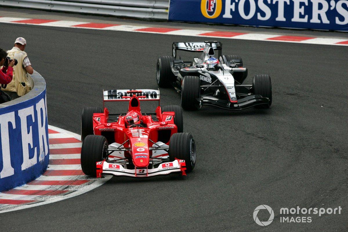 Погода оставалась сухой, но рестарт в начале пятого круга оказался холодным душем для лидера Ferrari: почти сразу Михаэля в споре за четвертое место опередил Райкконен…
