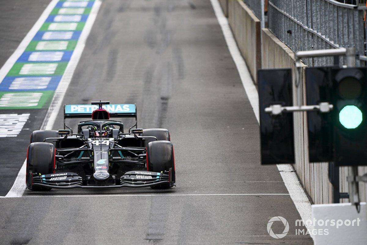 Lewis Hamilton, Mercedes F1 W11, lascia i box
