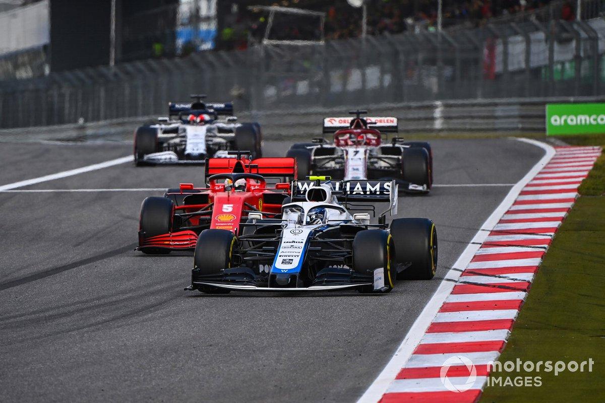 Nicholas Latifi, Williams FW43, Sebastian Vettel, Ferrari SF1000, e Kimi Raikkonen, Alfa Romeo Racing C39
