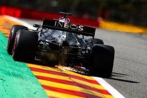 Scintille generate dall'auto di Lewis Hamilton, Mercedes F1 W11