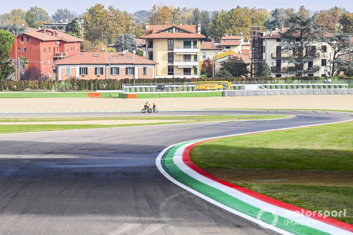 Lando Norris, McLaren, fa un giro del circuito