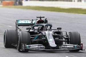 Lewis Hamilton, Mercedes F1 W11, crosses the line in 1st position to take his 92nd Grand Prix win, the most for any driver in F1 history