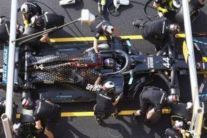 Lewis Hamilton, Mercedes F1 W11, makes a pit stop