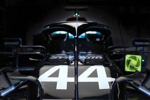 Vettura di Lewis Hamilton, Mercedes F1 W11, in garage