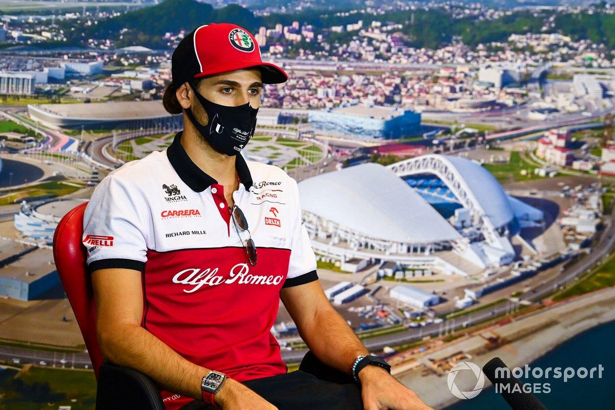 Antonio Giovinazzi, Alfa Romeo, en la conferencia de prensa