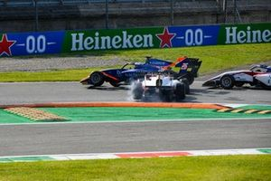 Crash entre Clement Novalak, Carlin et Oscar Piastri, Prema Racing