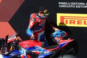 Leon Haslam, Team HRC ritira il premio per secondo posto