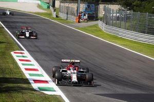 Antonio Giovinazzi, Alfa Romeo Racing C39, Romain Grosjean, Haas VF-20 and Nicholas Latifi, Williams FW43