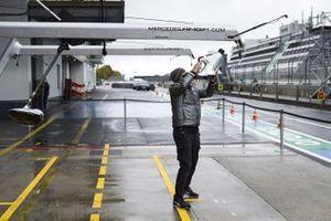 Mercedes-AMG F1 mechanic in the pitlane