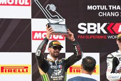 Le deuxième, Kenan Sofuoglu, Puccetti Racing Kawasaki sur le podium