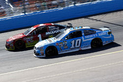 Danica Patrick, Stewart-Haas Racing Chevrolet and Jamie McMurray, Chip Ganassi Racing Chevrolet