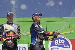 Podio: i vincitori Jari-Matti Latvala, Miikka Anttila, Volkswagen Polo WRC, Volkswagen Motorspor