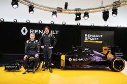 Kevin Magnussen, Renault F1 Team met Jolyon Palmer, Renault F1 Team