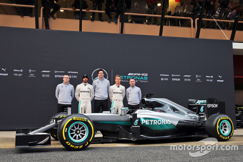 2016: Mercedes F1 W07 Hybrid