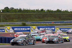 Start: Dusan Borkovic, SEAT Leon, B3 Racing Ungheria, in Führung