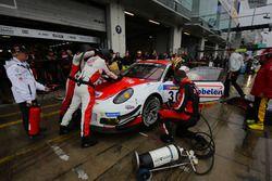 #30 Frikadelli Racing Team, Porsche GT3 R: Norbert Siedler, Patrick Huisman, Sabine Schmitz